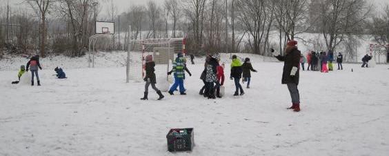 Wintervergnügen auf dem Pausenhof